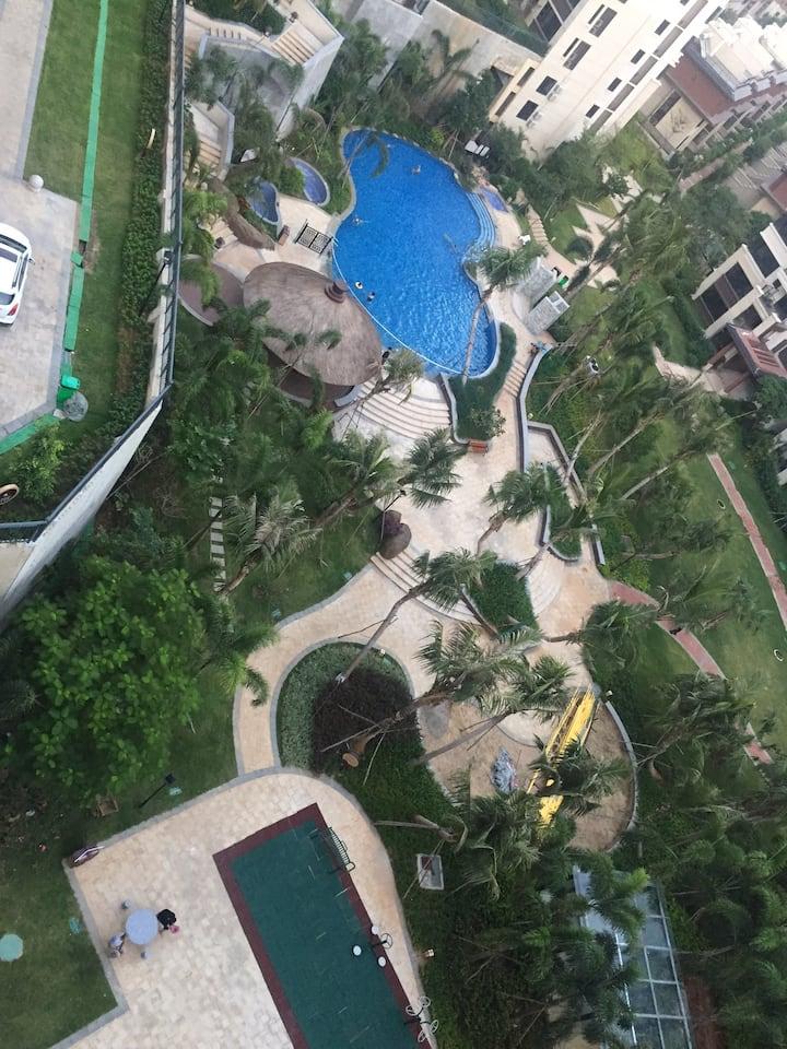 海南陵水南国侨城西6-908室。两室一厅。面积65平米。拎包入住。费用全包。