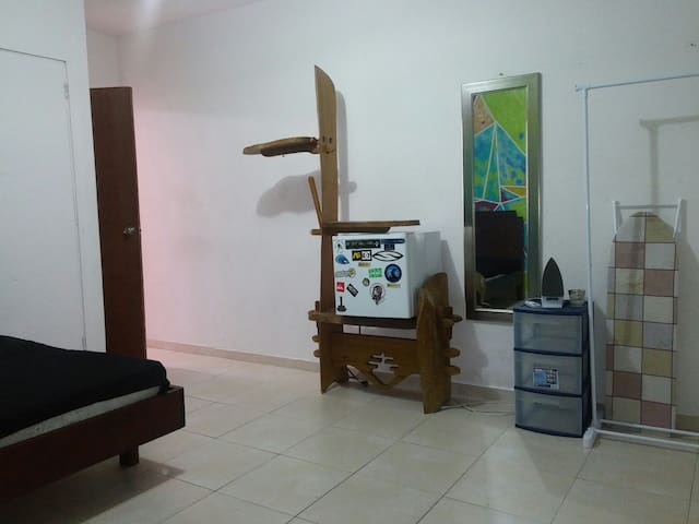 Private room, full size bed, A/C - Caguas