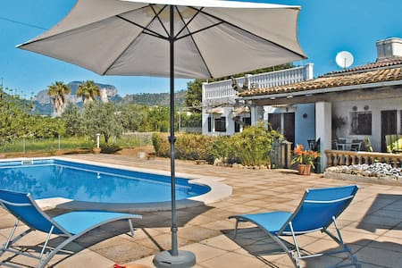 Holiday cottage with 3 bedrooms on 82m² in Lloseta