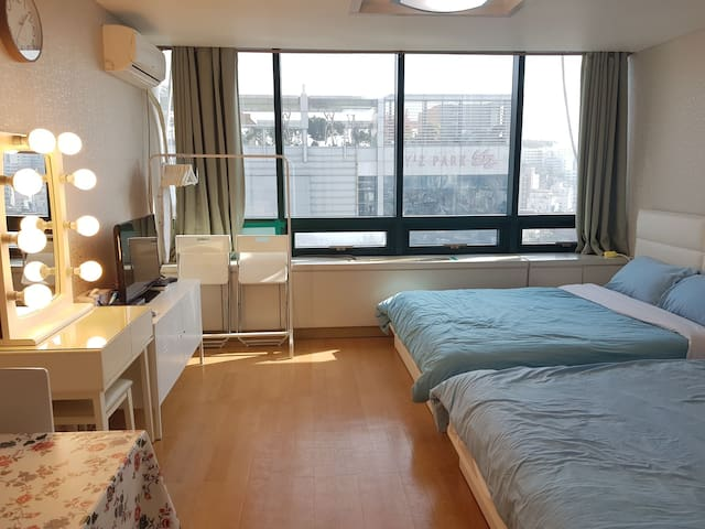 Hongdae Epicenter M1! Best Location! Top Floor!!!