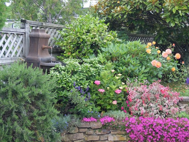 Peaceful garden setting in Whitby