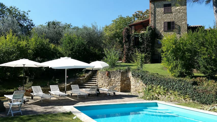 Wonderful secluded country house with unique charm - Sarteano - House