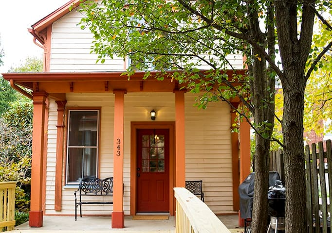 Charming guest house, historic Columbia Tusculum - Cincinnati
