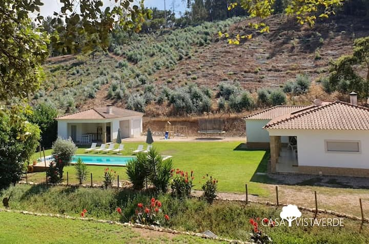 Beautiful villa with a pool, 10mins from the lake