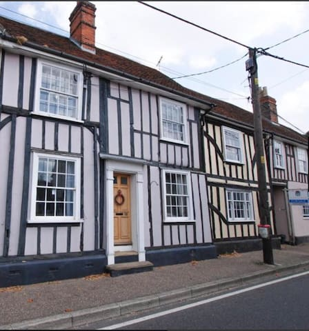Charming cottage in historic village of Coggeshall