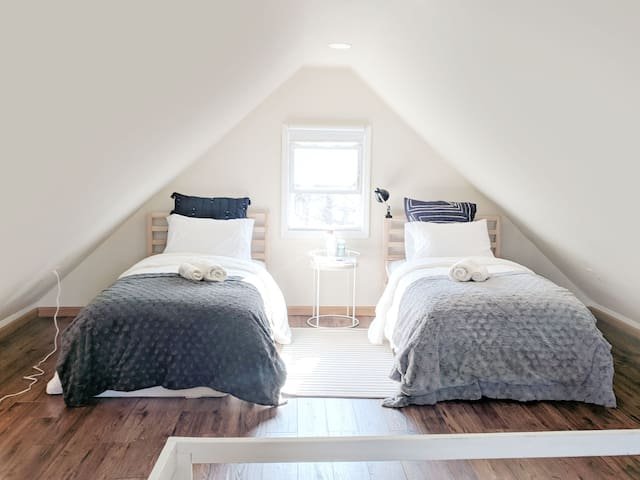 ❤️ Lovely and Unique Attic Room near NYC w/AC