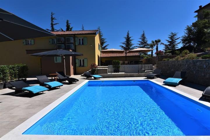 Room 2 - Letorina room with pool, Matulji-Opatija