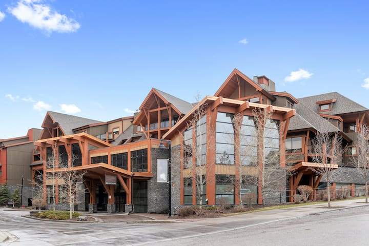 2BR/2BTH Beautiful Luxury Condo in Canmore