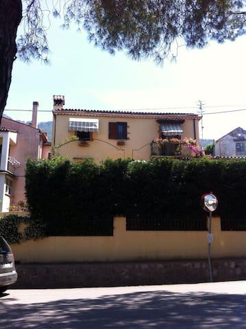 """Casa di Biagina"" con giardino a Maratea - Maratea - Rumah"