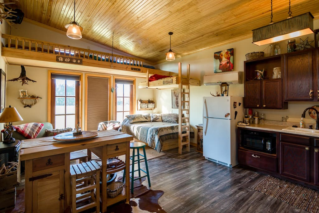 Cozy one room cabin has it all