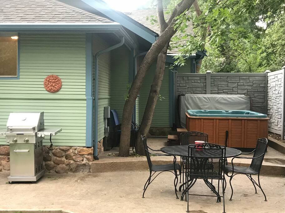 Back Porch with 6 Person Hot  Tub, BBQ, Patio Table and 7 Chairs