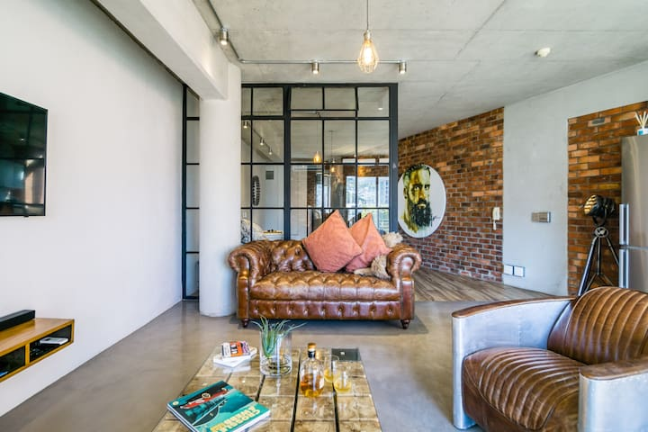 Trendy Loft Apartment Close to V&A Waterfront
