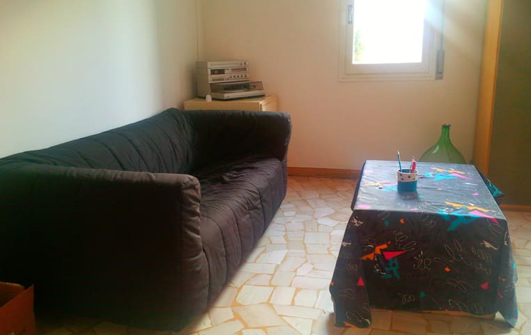 Large room 10mins from downtown - Bolonia - Apartament