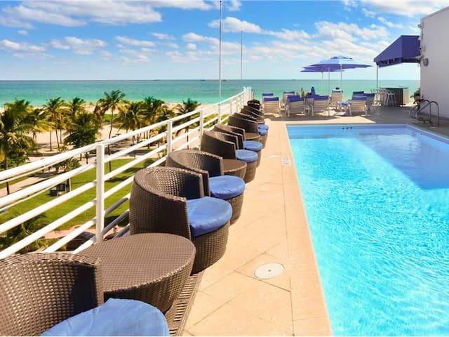 Ocean Dr Beachfront Studio- Balcony & Rooftop Pool