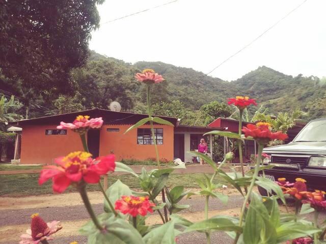 Casa de la montaña Arias