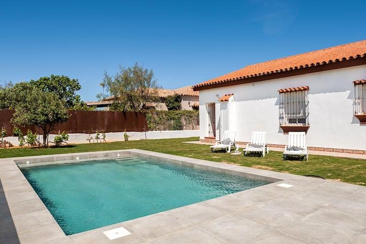 Modern holiday home in ideal location - Cortijo Roche Viejo