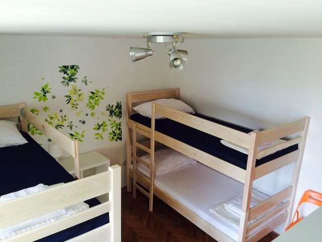 Novalja guest house - red room