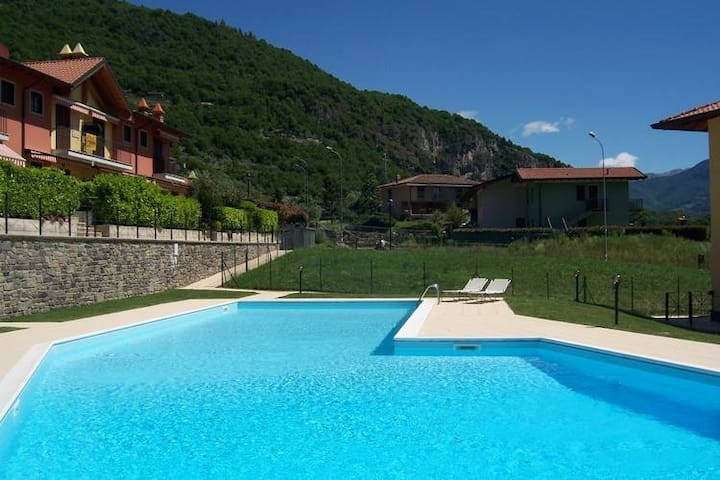 Irina's house with view on lake and swimming pool - Riva di Solto - Appartement