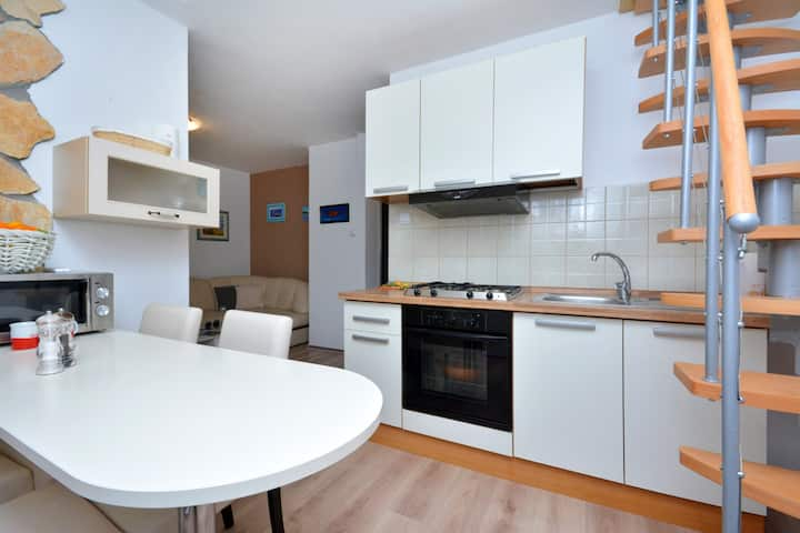 Renovated apartment, 40m from beach