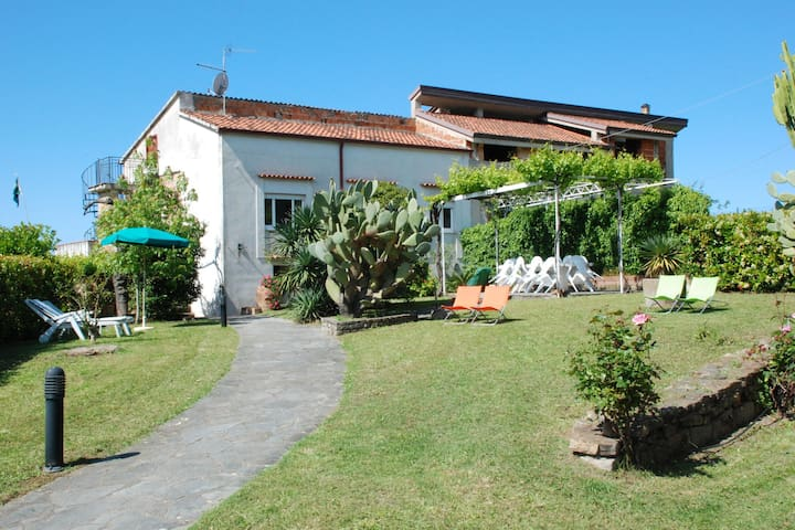 Rustic Apartment in Velia with Garden