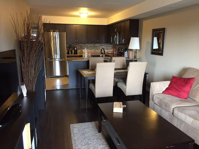 2 Bedroom Cozy Bungalow- Between Toronto & Niagara - Oakville