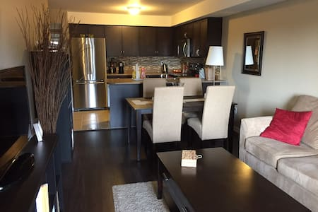 2 Bedroom Cozy Bungalow- Between Toronto & Niagara - オークビル - バンガロー