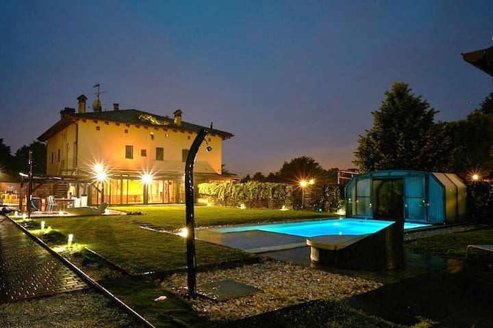 ONLY FOR YOU!! House whith covered and heated pool