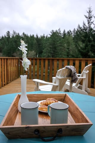 Tranquil south-east facing sunny deck