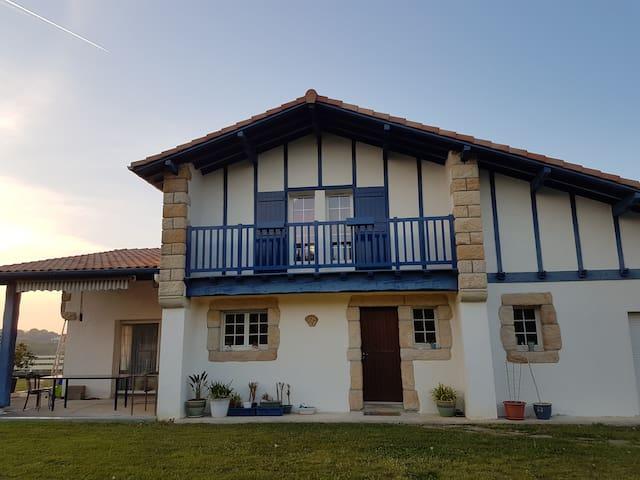 Charmante Villa Basque avec piscine proche côte - Ahetze - Rumah