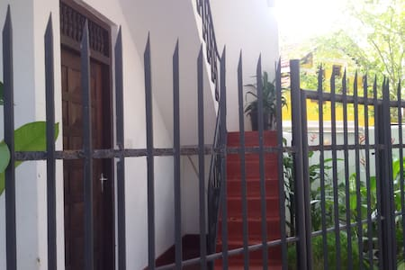 Upper floor AC in 2-storied villa with BBQ - Hikkaduwa - Casa
