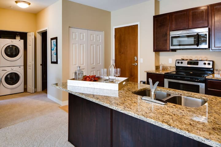 Large Master Suite in Luxury Apt, Close to MOA/MSP - Bloomington - Apartament