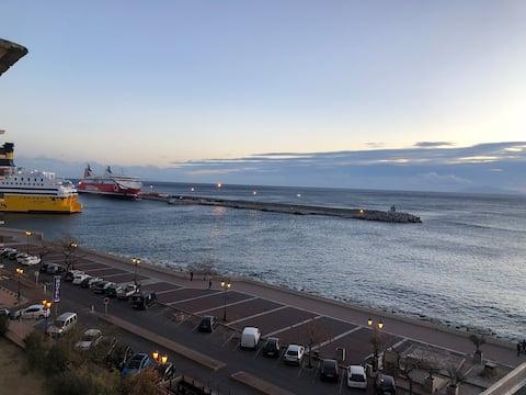 Grand F2 idéalement situé avec vue mer imprenable