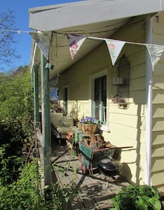 Banksia Cottage; Banks Peninsula - Akaroa