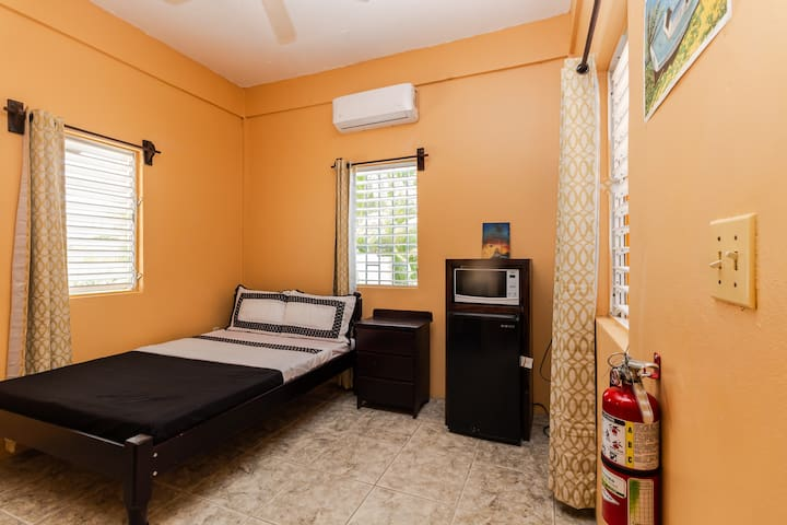 Studio for 2 with Flat TV, A/C & Private Bathroom