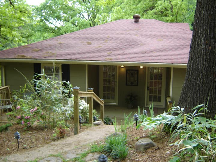 *North Chattanooga Quiet & Cozy Bungalow