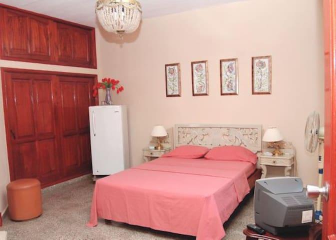 La Casa de Miriam Guerra - Habitacion 1