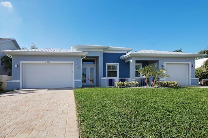 Wischis Florida Vacation Home - Summer Sunset in Cape Coral