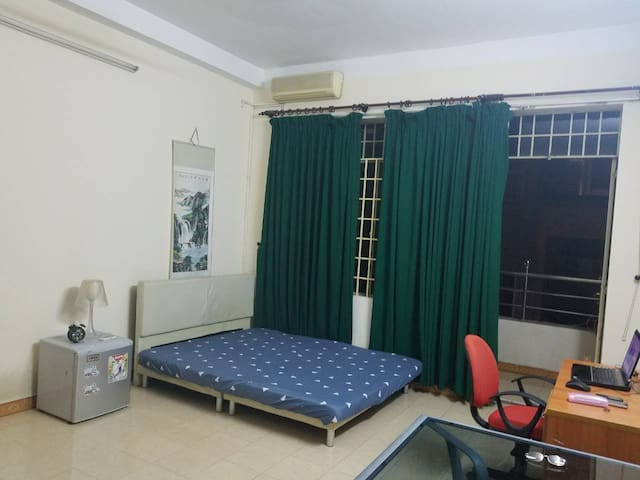 Spacious room with balcony, high speed wifi 60Mbps