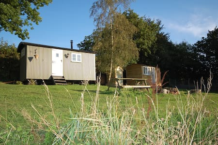 2 Shepherd's huts - ideal for families - Heathfield