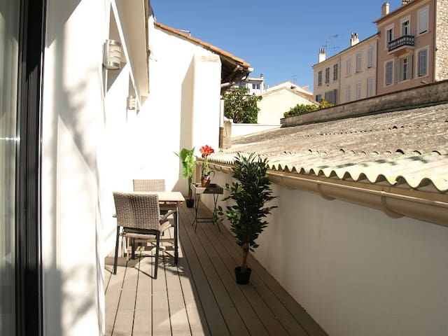 Spacious 3 bedroom apartment, Cannes Centre