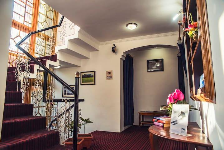 Hospitality Home - Srinagar - Bed & Breakfast