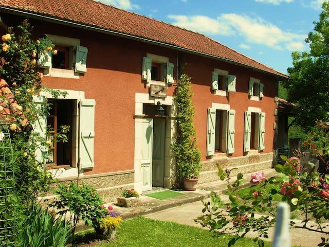 La clé des champs, jolie maison dans les Pyrénées - Arbon - Rumah