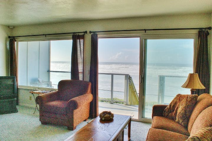 Beachfront Condo at Nye Beach, OR