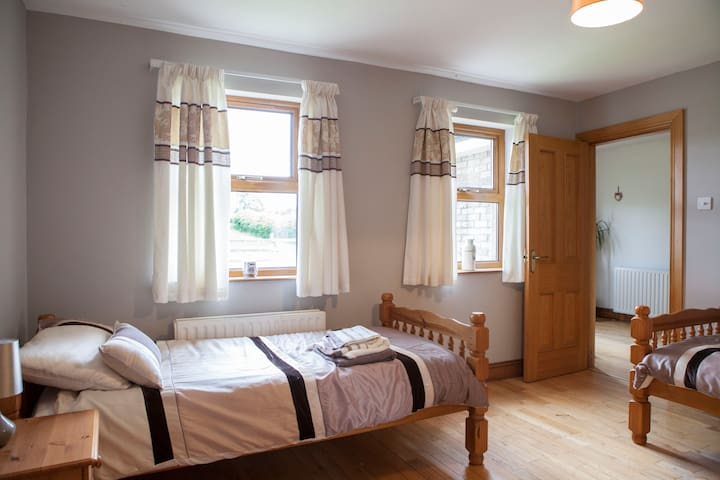 Explore Causeway Coast Ensuite Twin - Coleraine