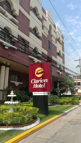 hotel clarion condominio