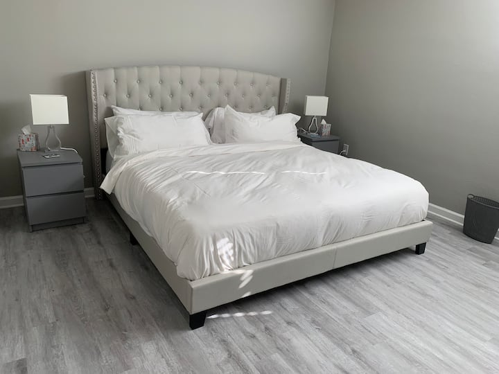 Right Wing, King size Bed with a Private Bathroom