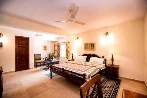 Haveli Anirudh 7 BR with Pool near Jaipur