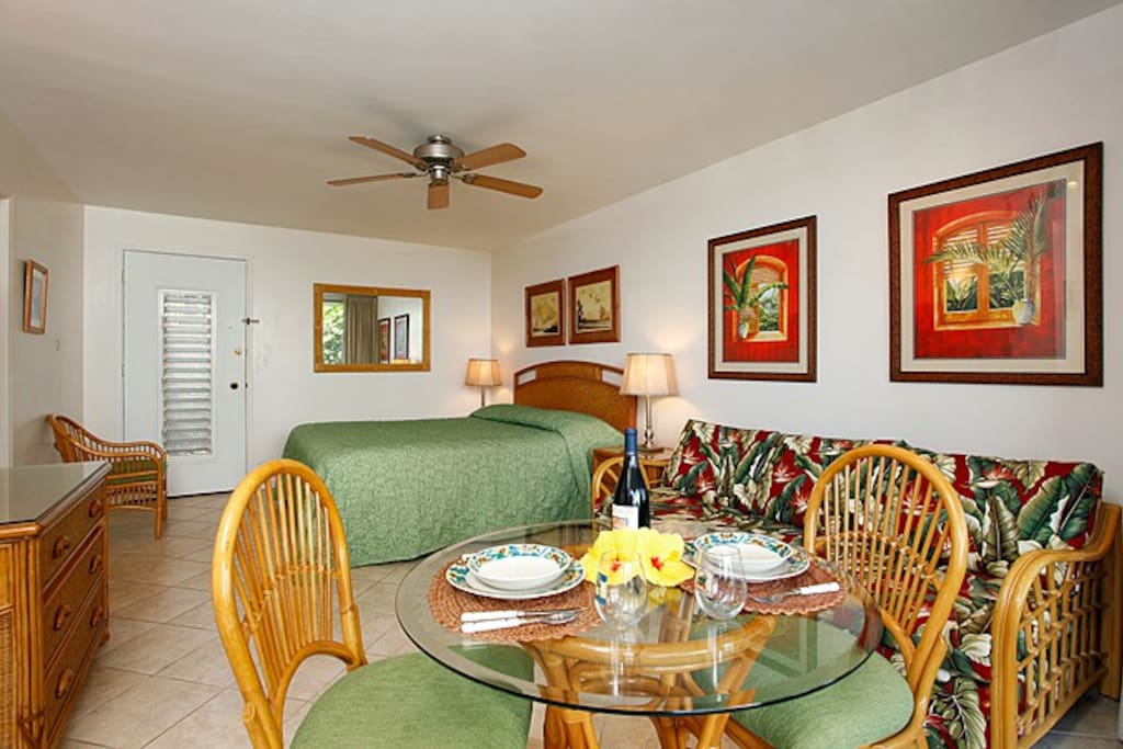 Comfort and Hawaiian style can be found throughout this unit.