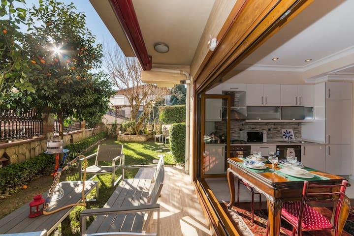 """Private Garden """"Pi House Villa Garden"""" in Cihangir"""