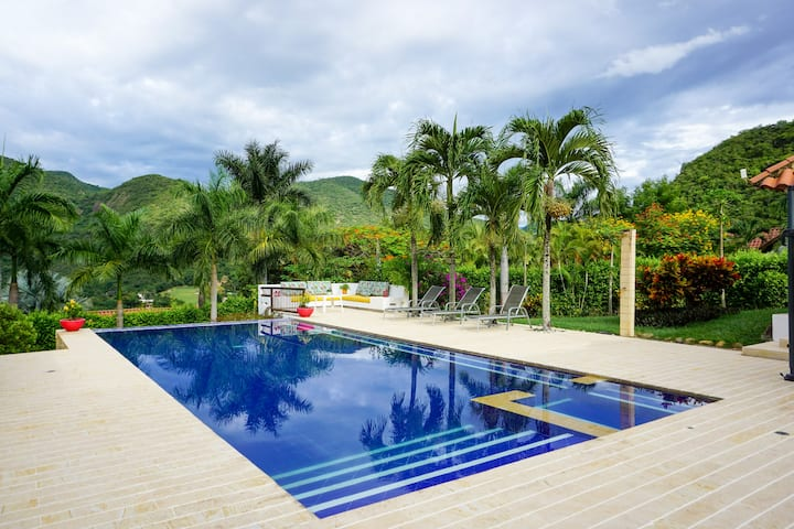 Charming Villa @ Exclusive Private Club in Apulo!